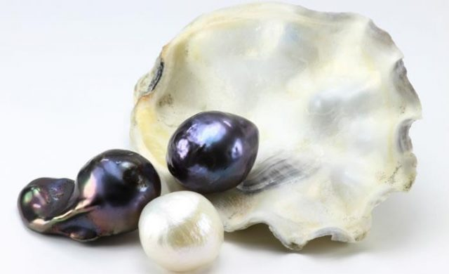 History of precious pearl necklaces